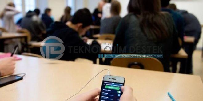 Fransa Hükümeti geçtiğimiz günlerde okullarda cep telefonu kullanımını yasaklayan yasayı onayladı. Fransız haber ajanslarının duyurduğu haberde, okullarda artık cep telefonu kullanımı tamamen yasaklandı.
